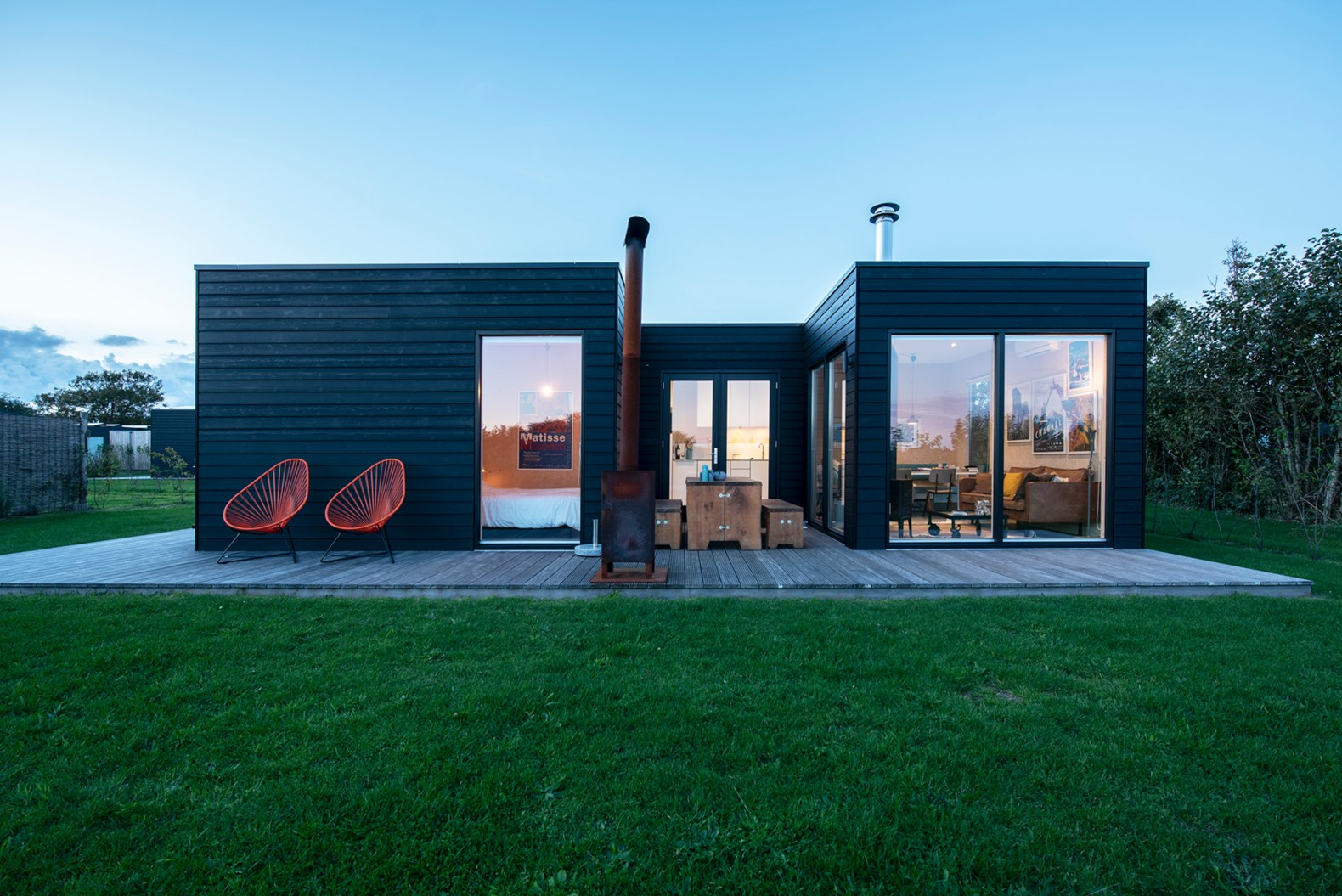 Minimalist cabin in the Netherlands allows glampers to relax in style