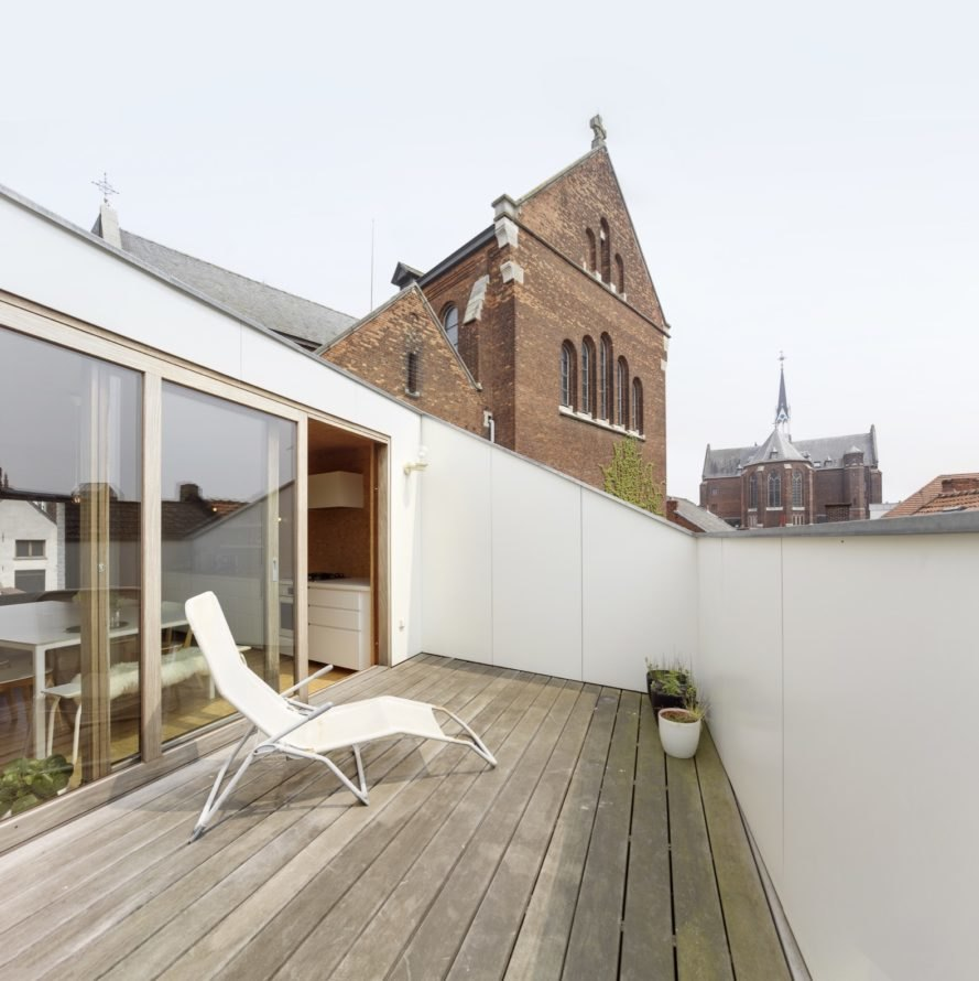 outdoor patio with white brick walls and a white lounge chair