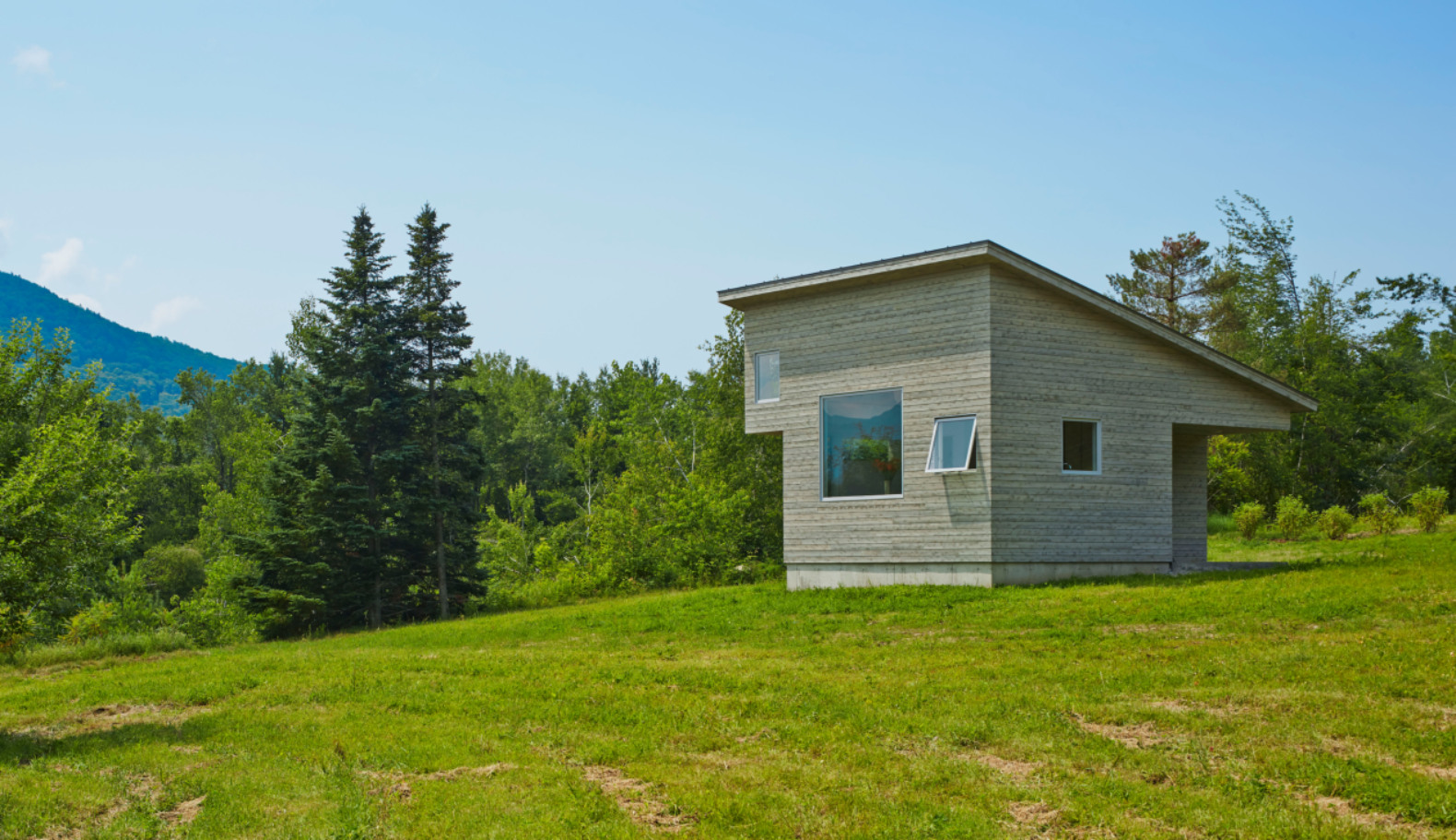 The peaceful Micro House serves as an artist's refuge in Vermont