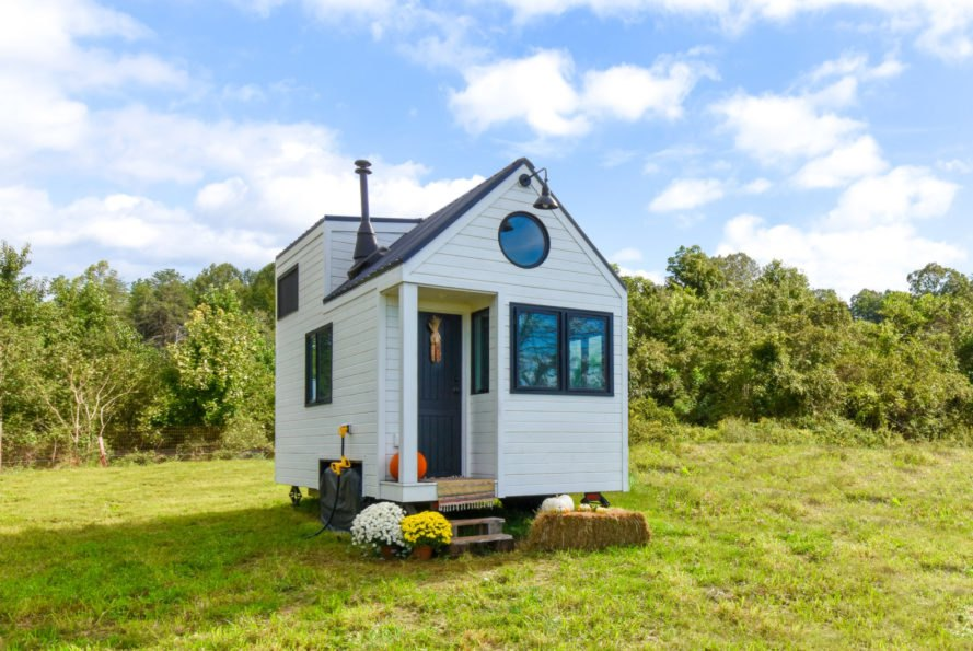 This tiny farmhouse is as energy-efficient as it is adorable