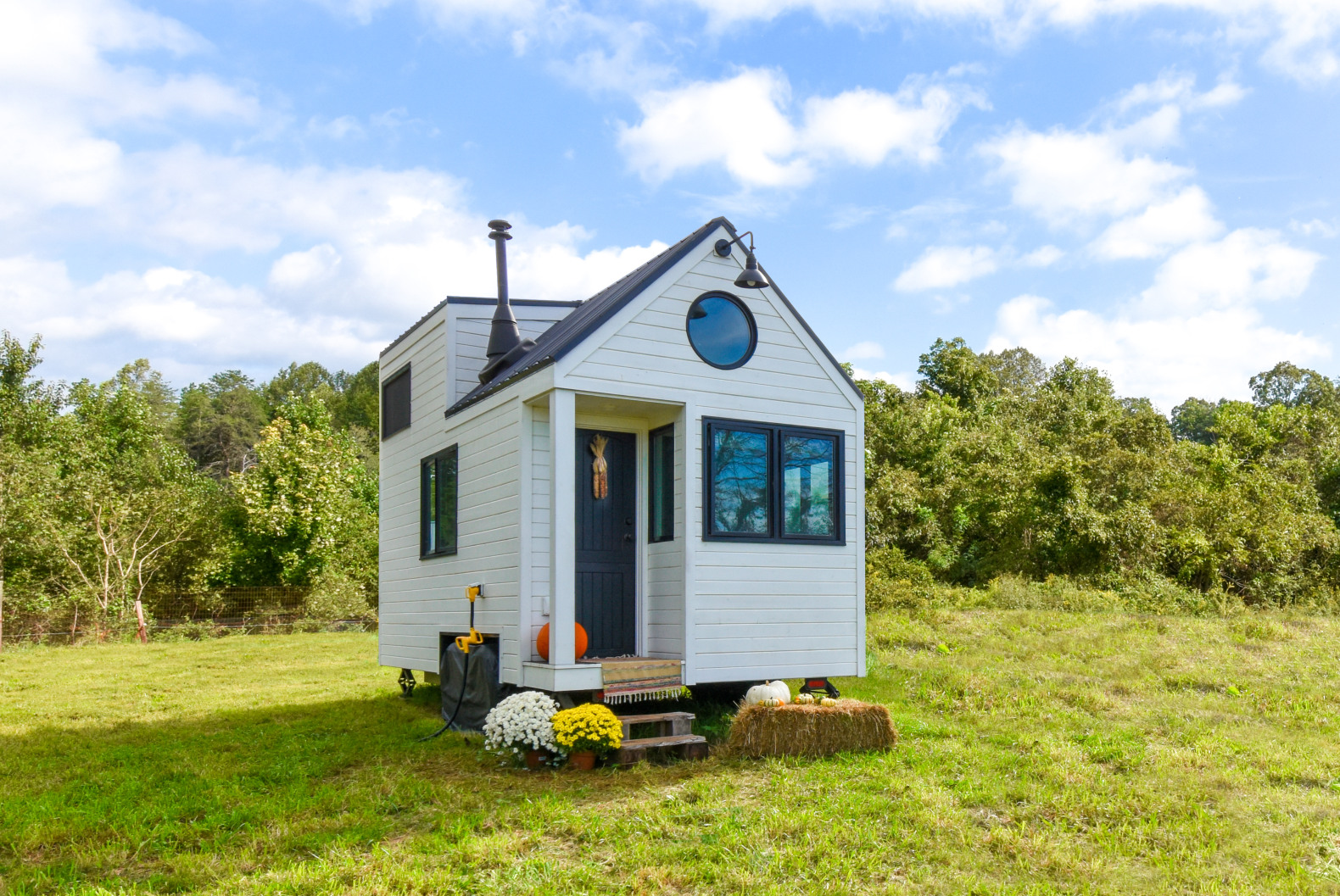 A tiny farmhouse in North Carolina is as energy-efficient as it is adorable