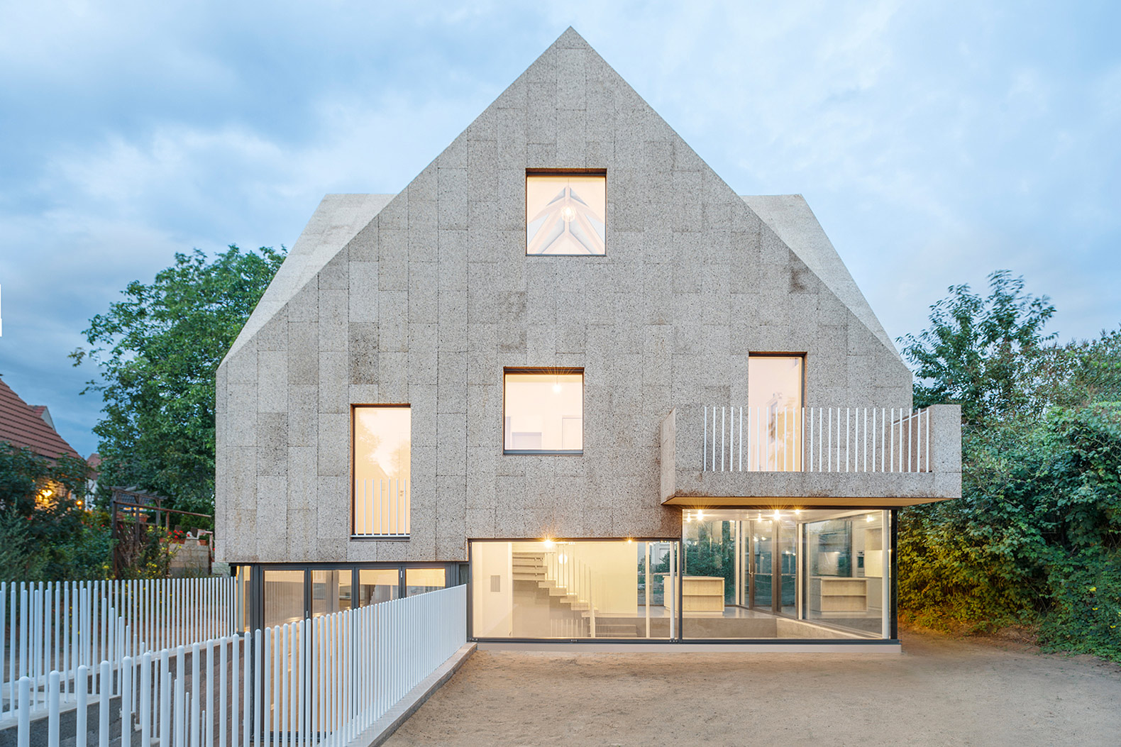 Solar-powered cork house pursues healthy, sustainable living