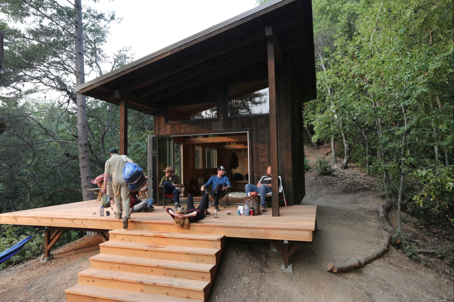Friends Build A Diy Cabin Retreat Complete With Suspended