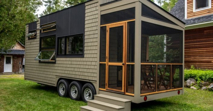Veteran carpenter builds gorgeous tiny home that boasts impressive