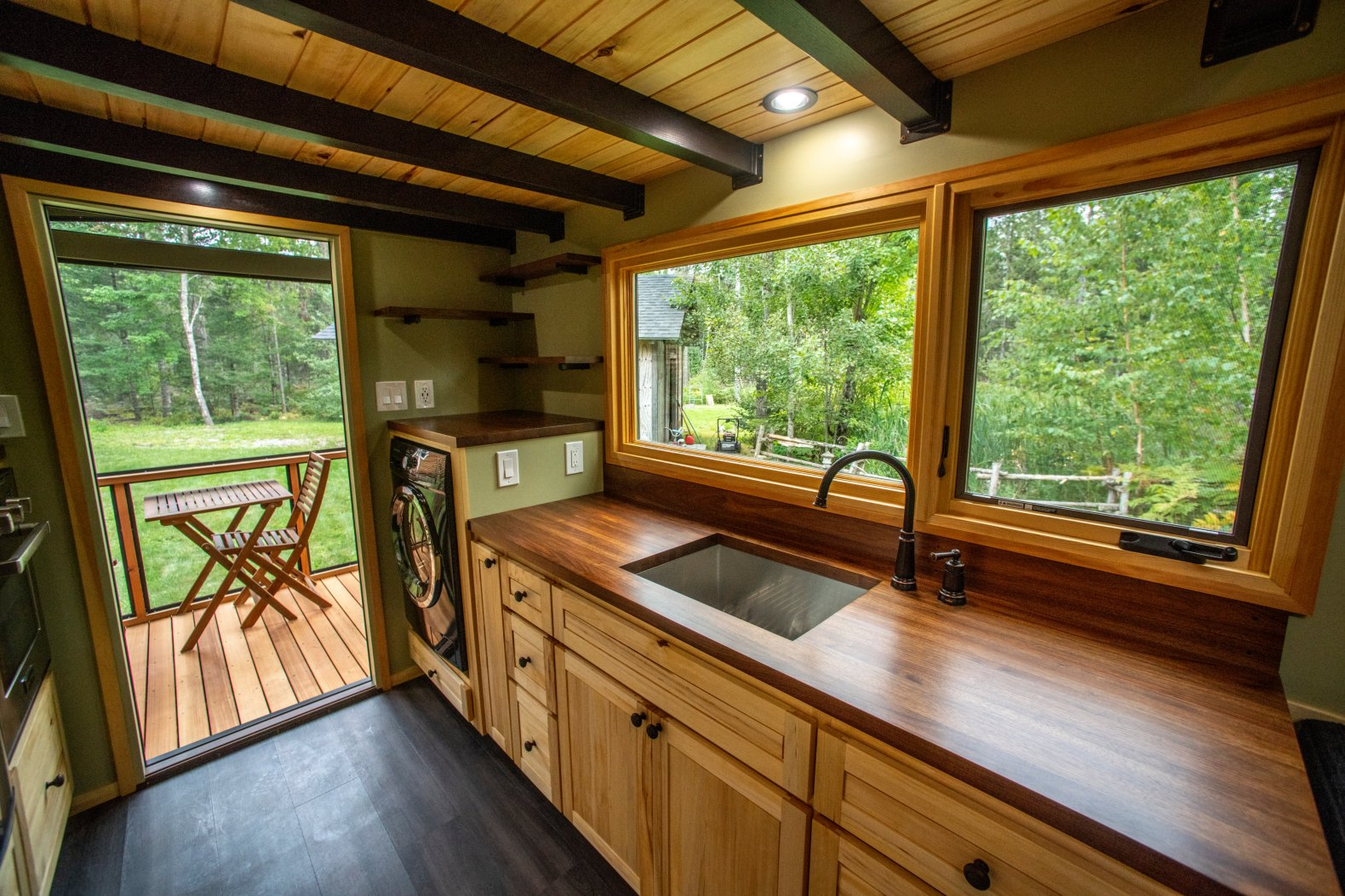 Veteran carpenter builds gorgeous tiny home that boasts impressive wood working and screened-in porch