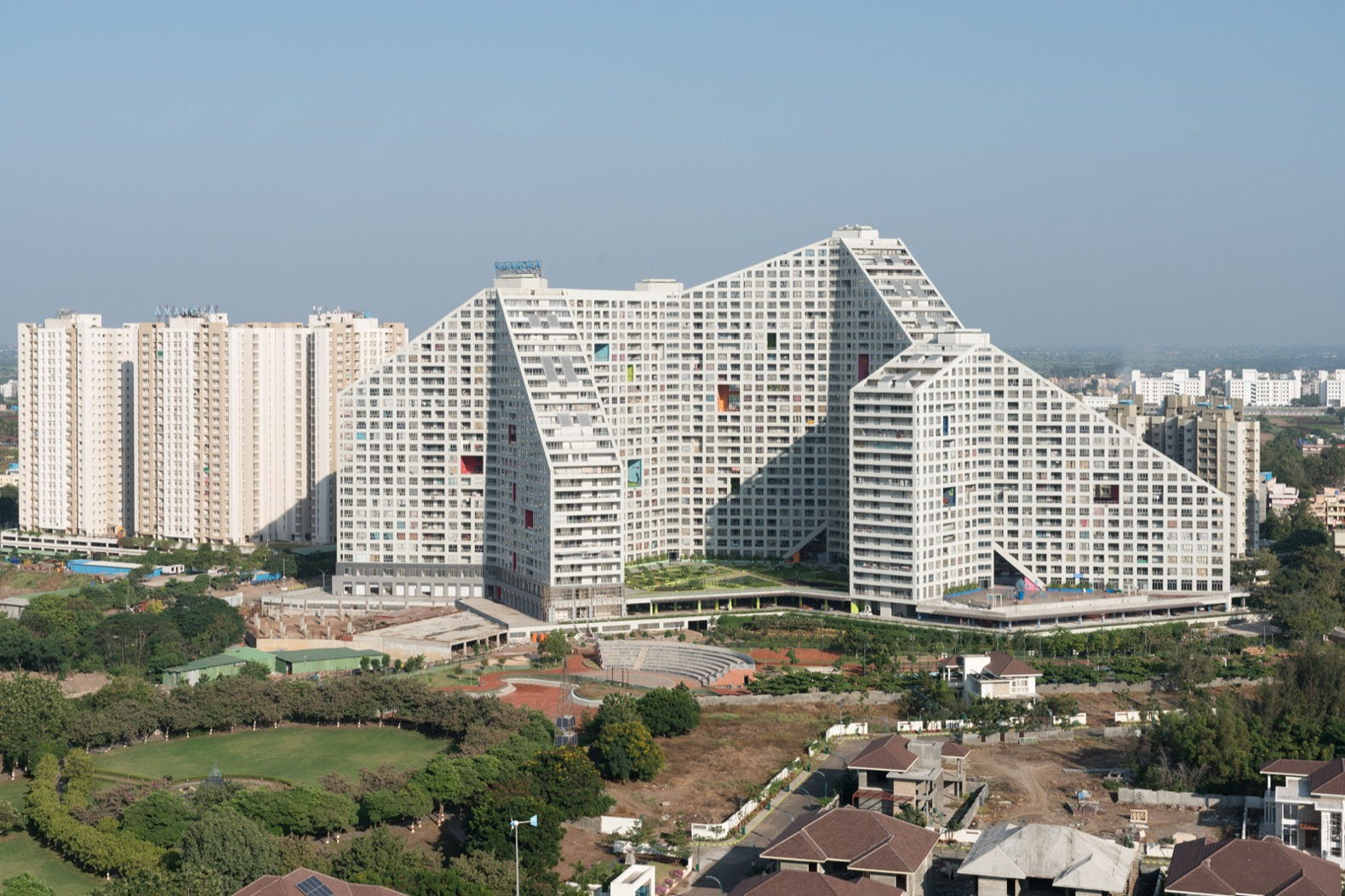 MVRDV completes massive, mountain-like vertical village for 5,000 residents in India