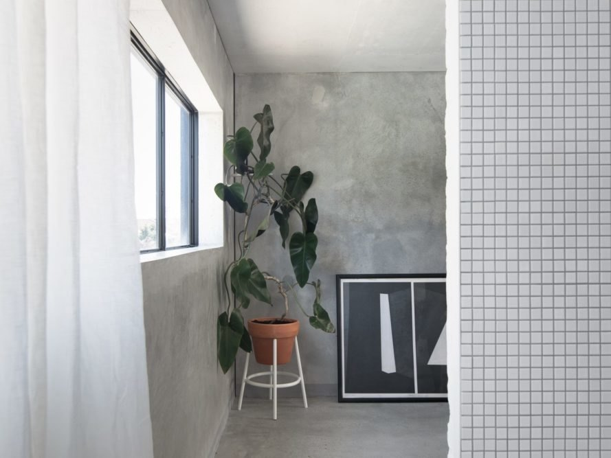 concrete walls with tiled partition