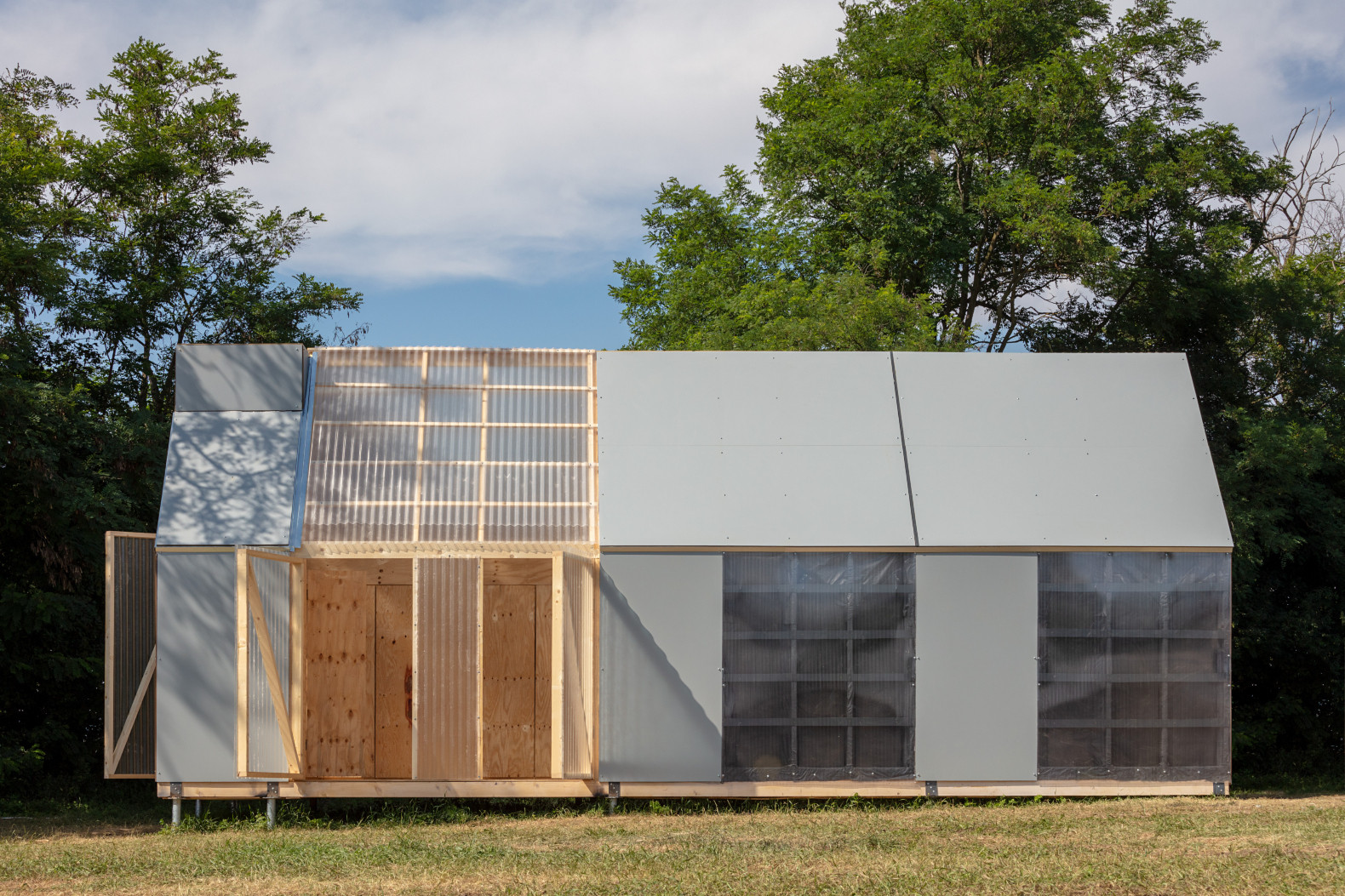 Solar-powered cabin is designed for ultimate flexibility and mobility