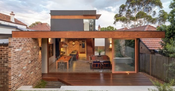 Anderson Architecture revamps a dim heritage home into a modern