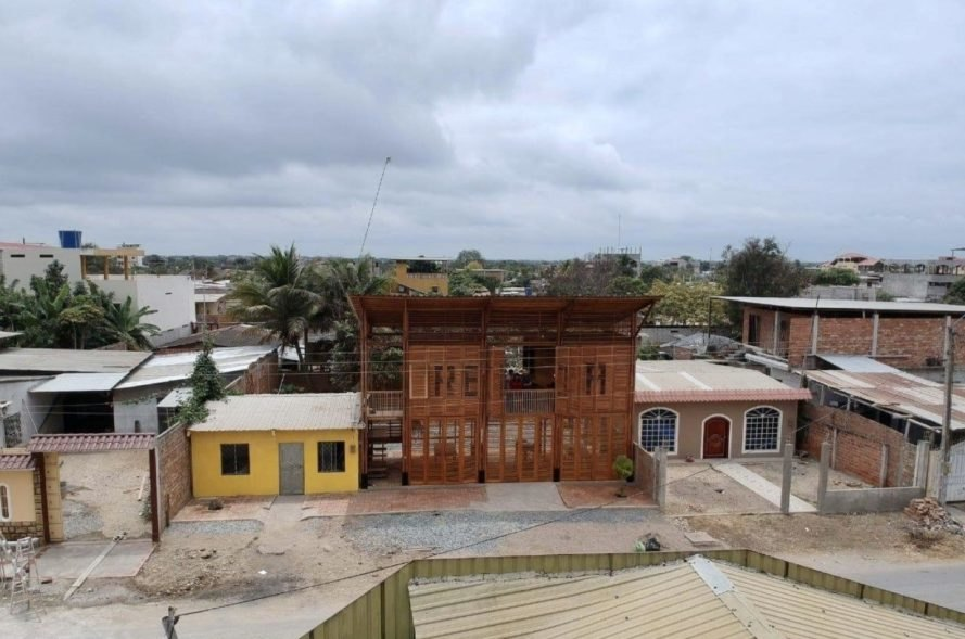 """aerial view of wood building with word """"RECICLA"""" on front"""