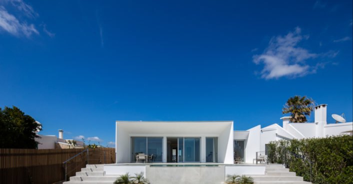 Energy-efficient villa in Portugal uses locally sourced cork for
