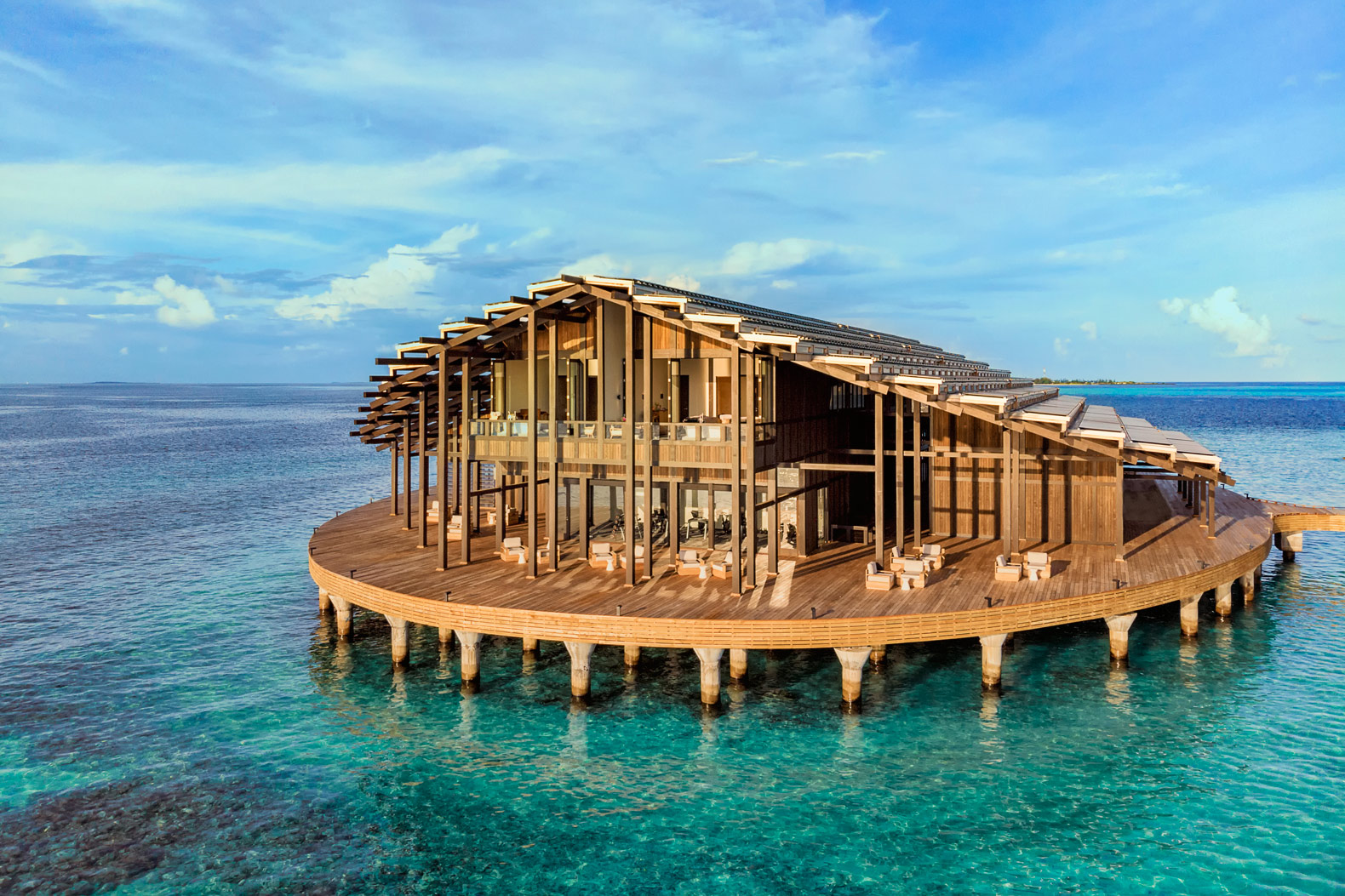 Floating private resort in the Maldives is 100% powered by the sun