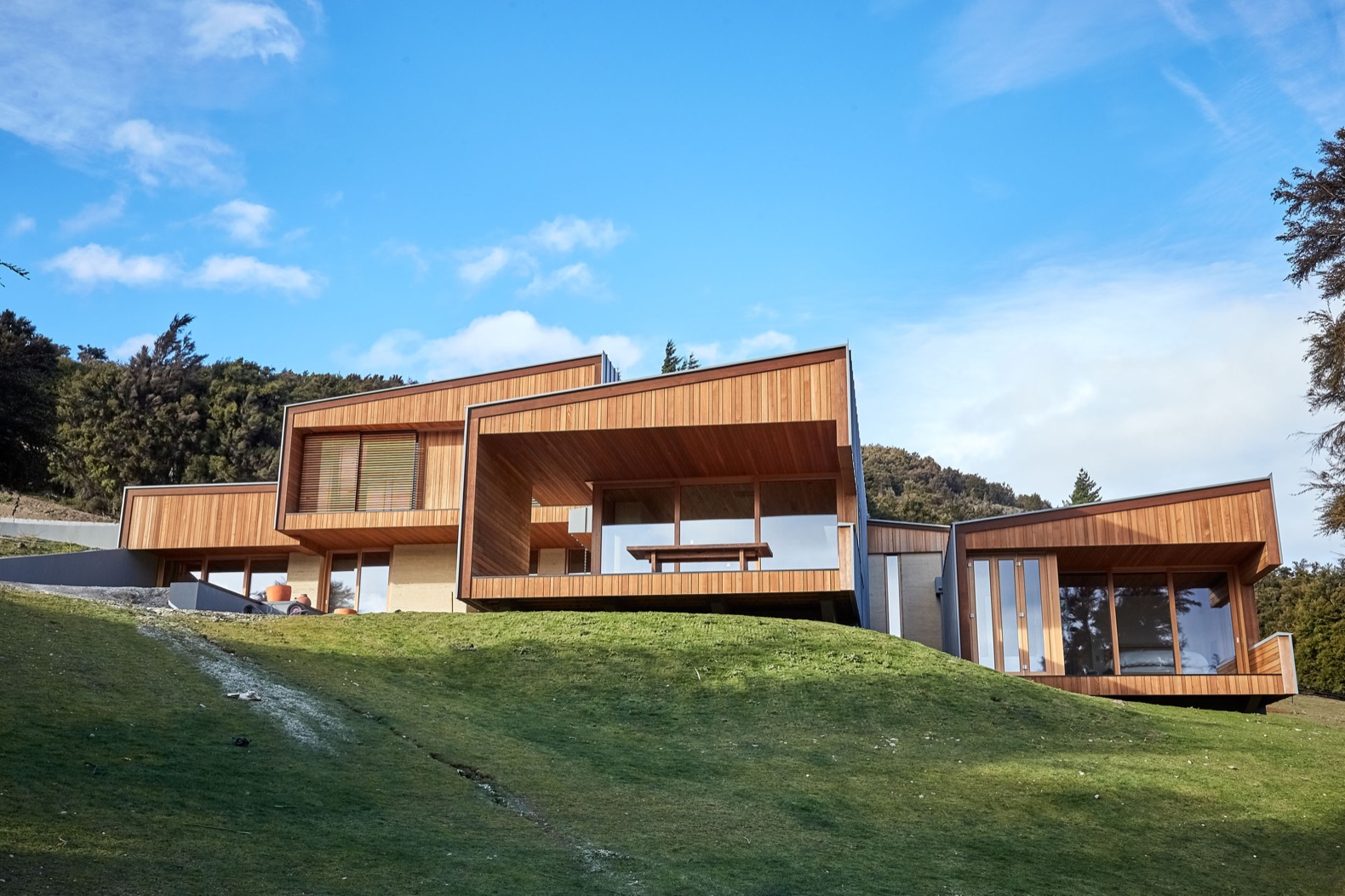 Rammed earth ties a contemporary home to the rocky New Zealand landscape