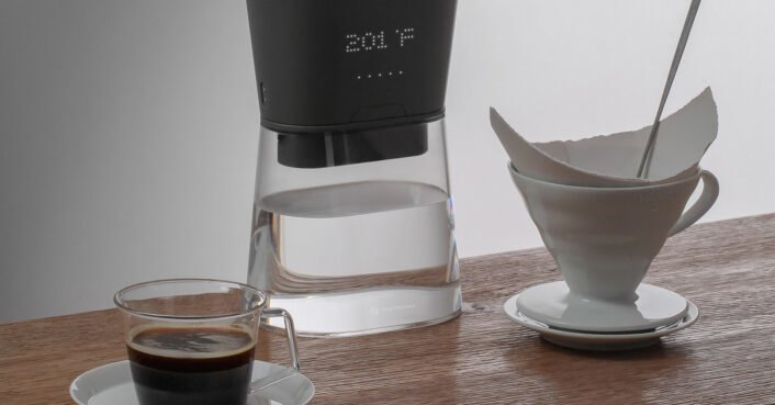 This on-the-go carafe heats or cools water instantaneously as you