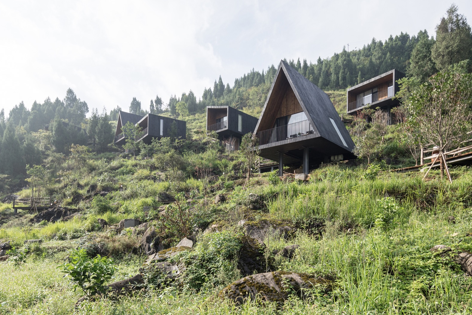 Site-sensitive Woodhouse Hotel promotes agricultural tourism in Guizhou