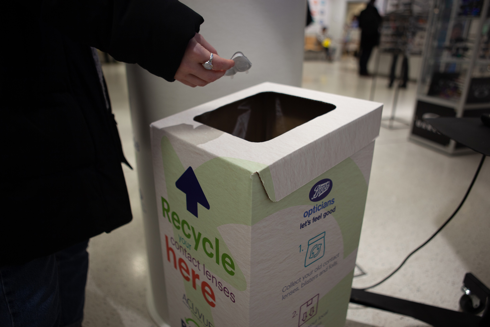 Johnson & Johnson offers Acuvue contact recycling program