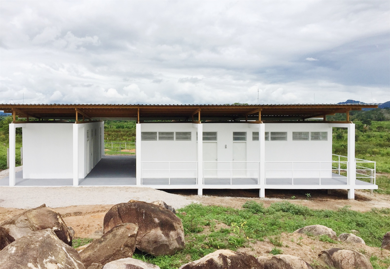 This beekeepers workshop uses sustainable design to minimize its footprint