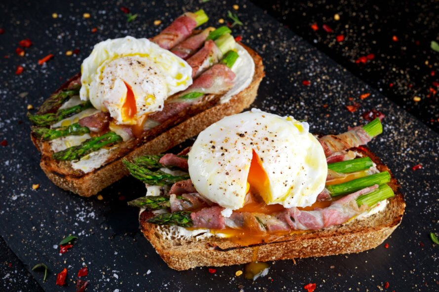 egg, prosciutto and asparagus on grilled bread
