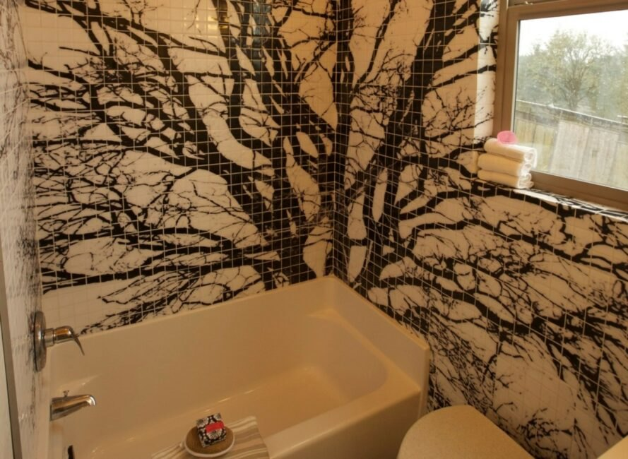 bathroom with tree-like tile work