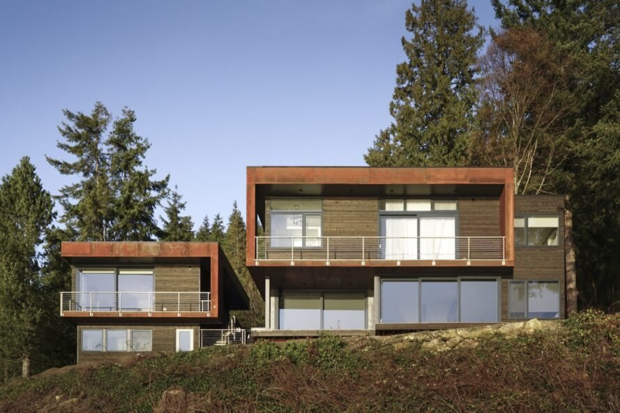 Energy-efficient house embraces panoramic views of Puget Sound
