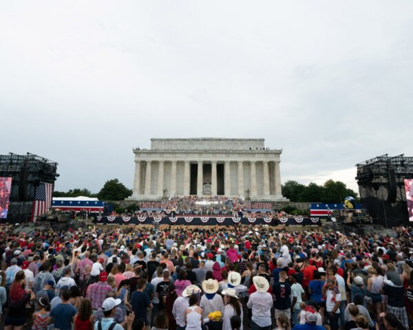 crowd gathered at Lincoln Memorial for Salute to America Event
