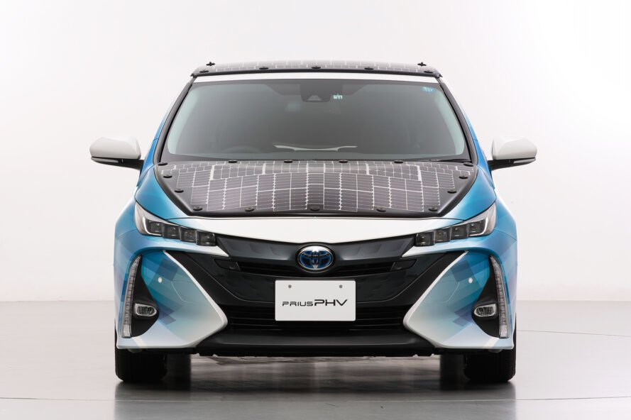 Prius Solar Roof >> Toyota Is Testing A New Prius Model That Runs On Solar Power