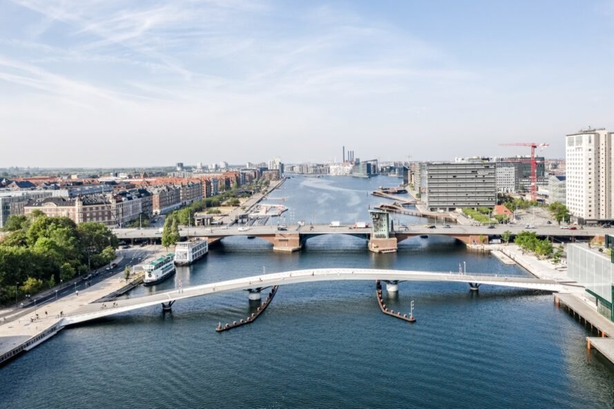 Curvaceous bicycle bridge brings new life to Copenhagens harbor
