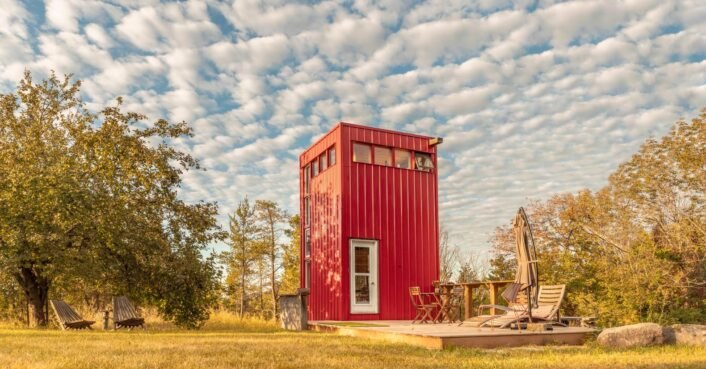 This bold, tiny retreat in Ontario measures just 100 square feet