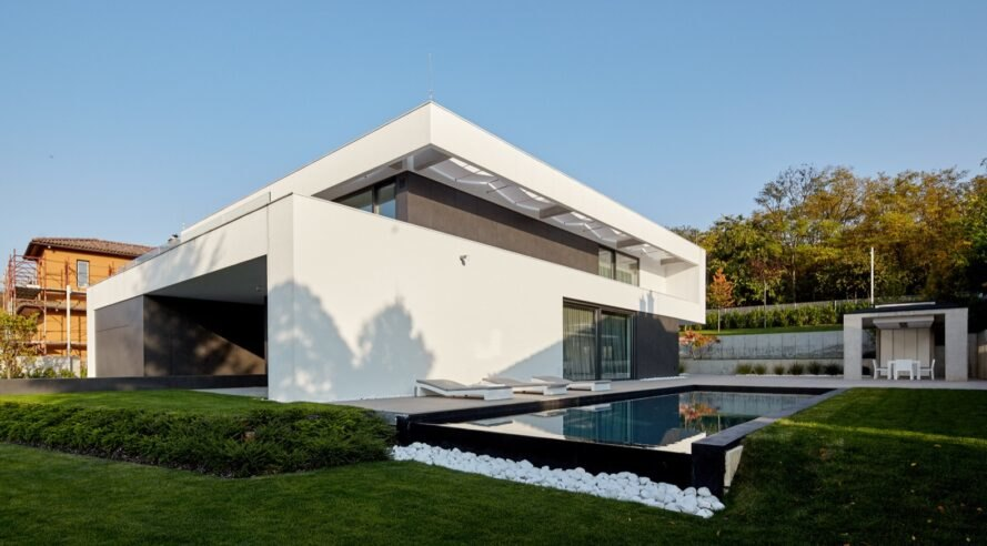 Geothermal-powered home fuses high-end luxury with restraint