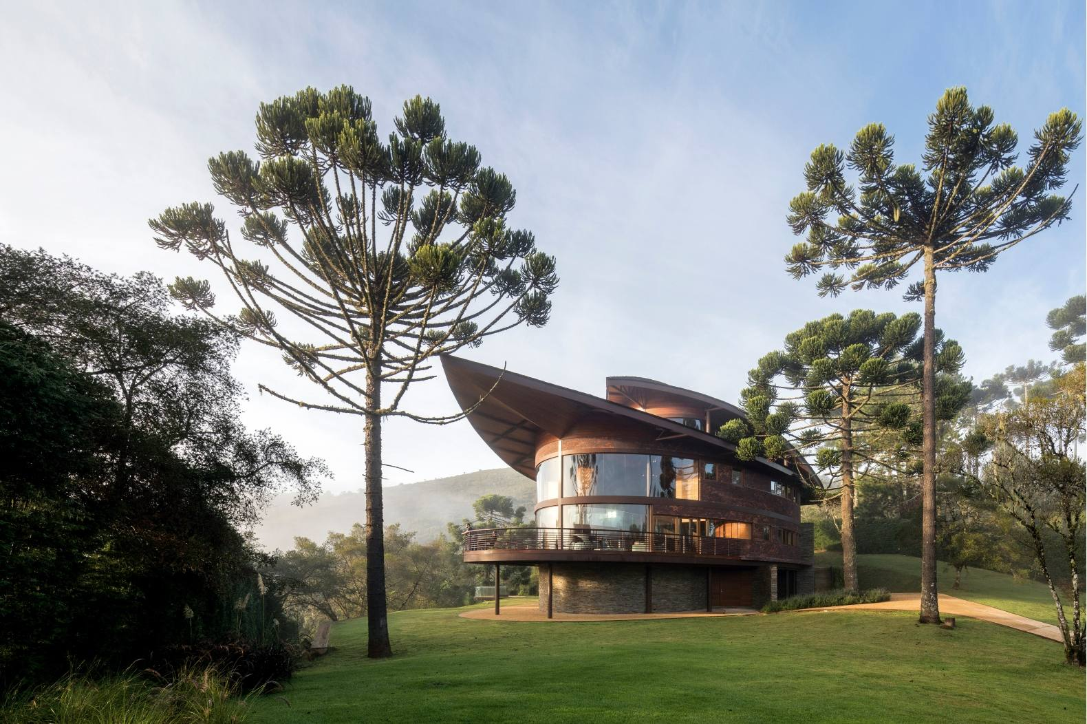 Striking, sinuous home outside of São Paulo is inspired by the shape of native pine trees