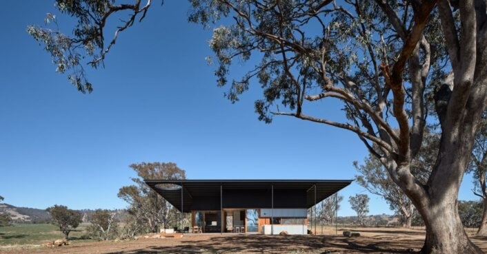 Off-grid home is inspired by the iconic Australian Akubra hat