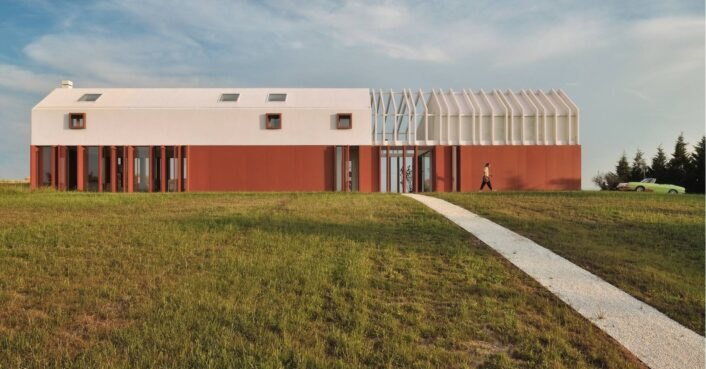 Modern farmhouse in Italy pays homage to its agricultural surroundings