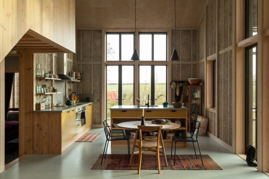 large interior kitchen and dining space