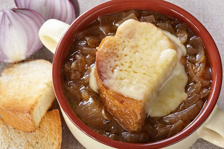 vegan French onion soup topped with toast and vegan cheese