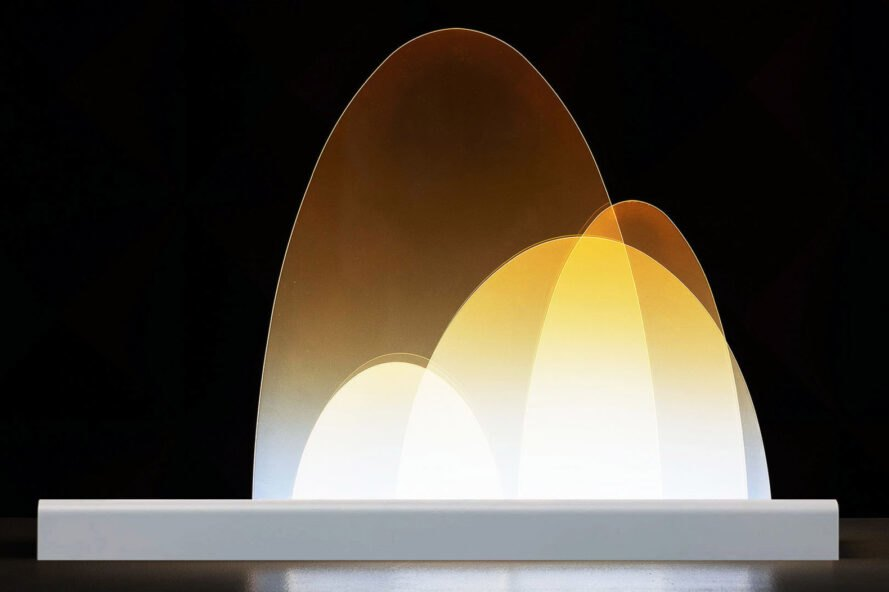 lampe LED orange légèrement transparente
