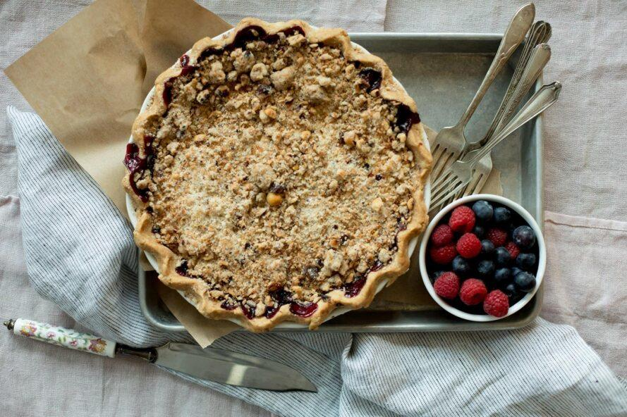 aerial view of berry pie near fresh berries
