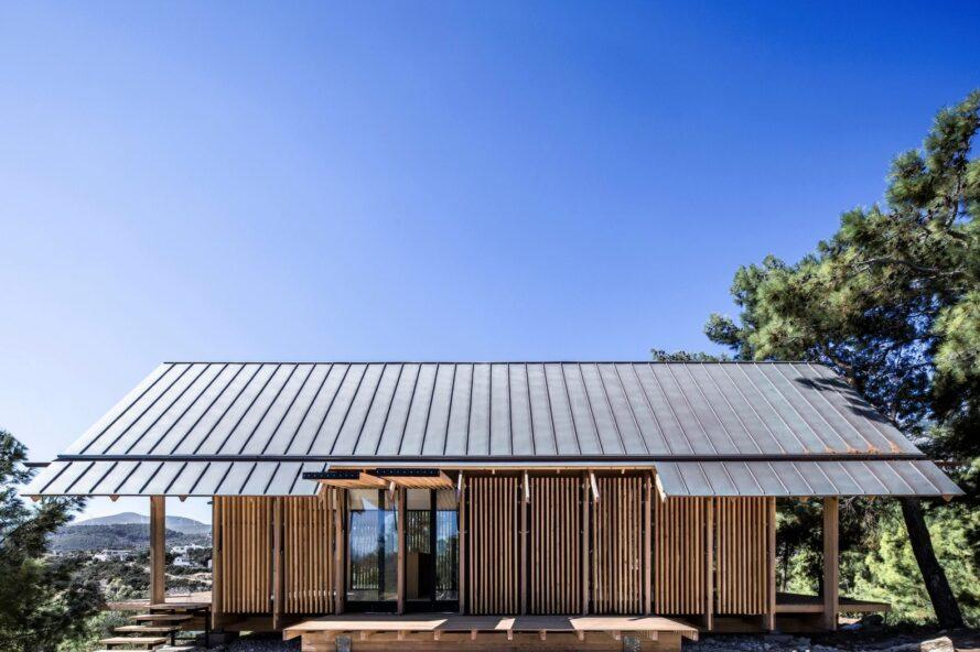single story home with pitched roof
