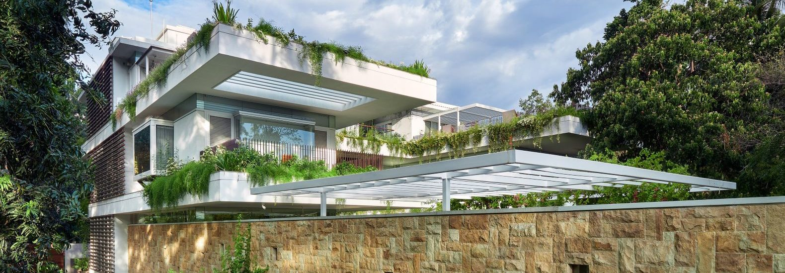 'Hovering' gardens passively cool this energy-efficient home