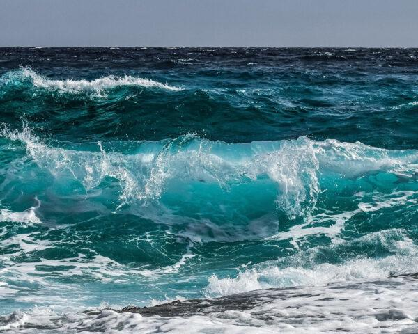 waves crashing in the ocean