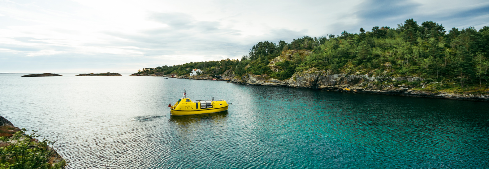 Two young architects travel the Arctic in a repurposed lifeboat