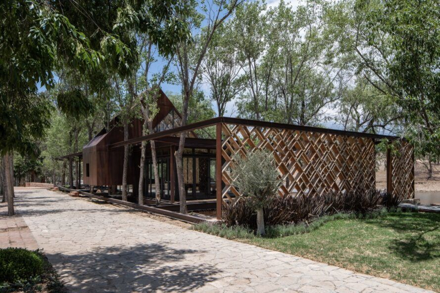 glass home with one ceramic lattice wall for privacy