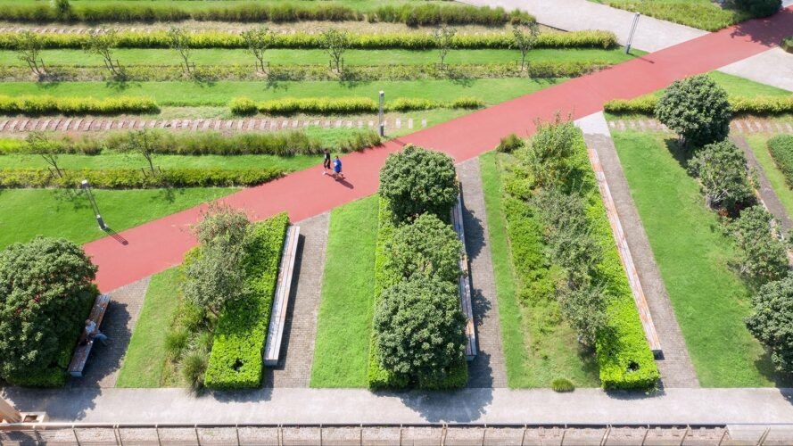 Red path between two gardens