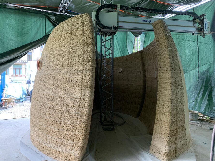 3D printer created the curved walls of a small house