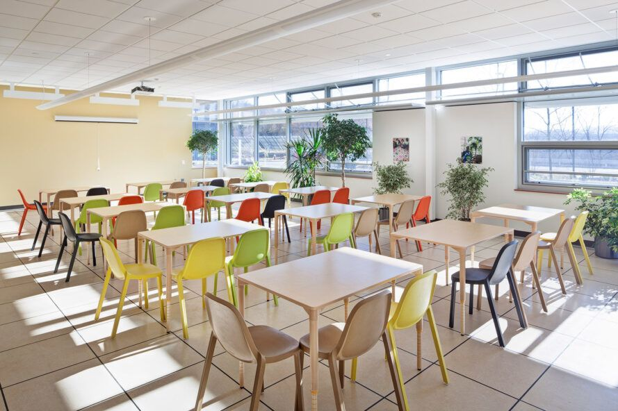 Sepia tables and colorful chairs in the classroom