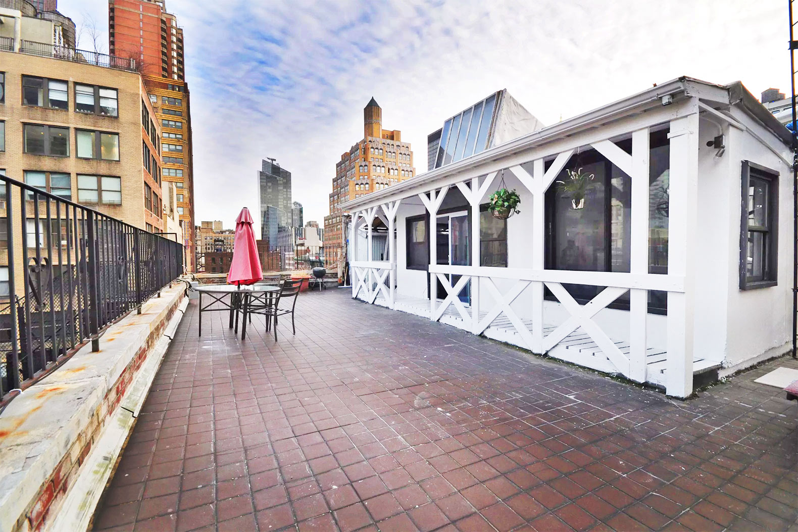 NYC rooftop cabin boasts a country porch with views of the Empire State Building