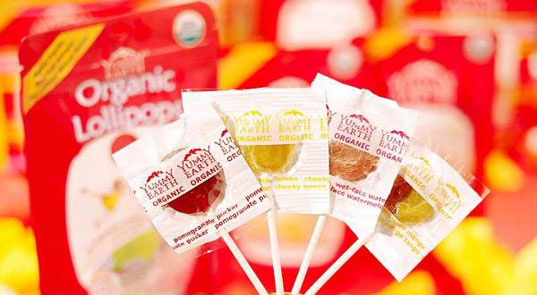 eco-friendly halloween candy, glee gum, healthy halloween candy, organic candy, yummy earth lollipops