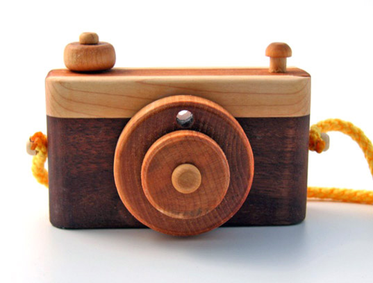 Wooden Camera Features Moveable Parts for Mini Photographers ...