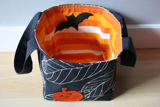 eco friendly kids, eco-friendly Halloween, green halloween, green kids, Halloween, halloween bag, handmade halloween bag, papernstitch, personalized halloween bucket, trick or treat bag
