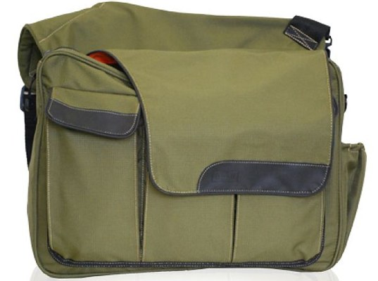 5 stylish green diaper bags for eco moms and dads inhabitots. Black Bedroom Furniture Sets. Home Design Ideas