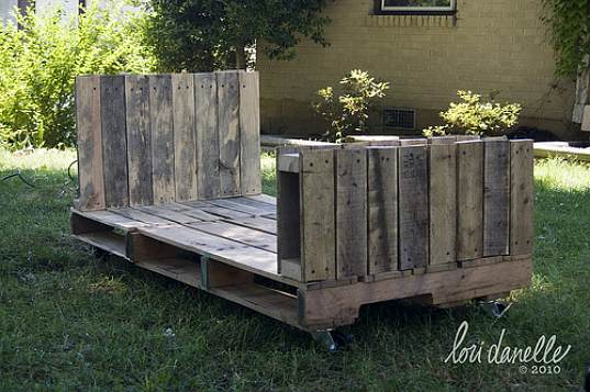 toddler bed, kids eco furniture, recycled materials, DIY, pallet bed, shipping pallets, lori danelle